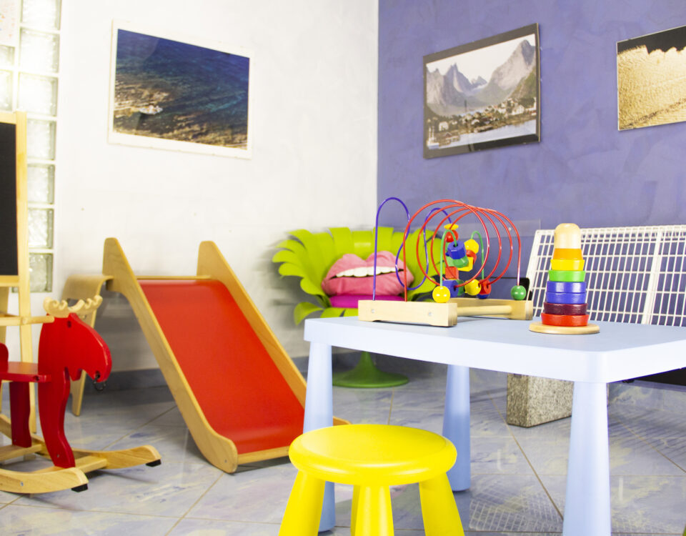 Sala d'attesa con giochi per i bambini dal Dentista