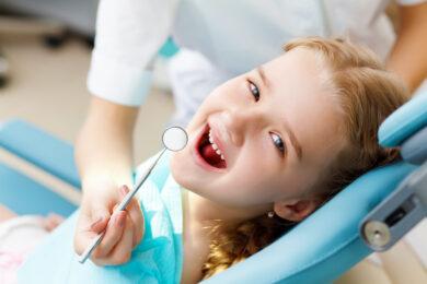 bambina dal dentista a Catania